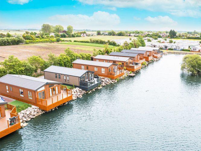 Homes along the lake at Willowgrove